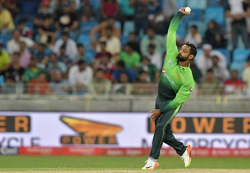 ICC bans Hafeez from bowling in worldwide matches