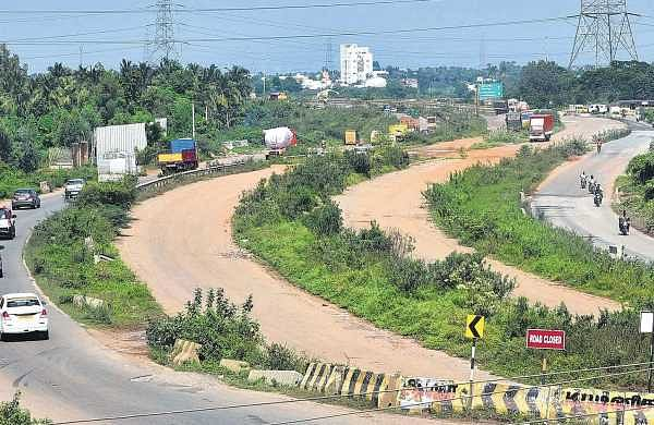 Motorists pass through narrow roads at Karanodai due to delay in widening of the Chennai-Tada NH. Sharp turns and potholes also contribute to motorists' misery  | P Jawahar