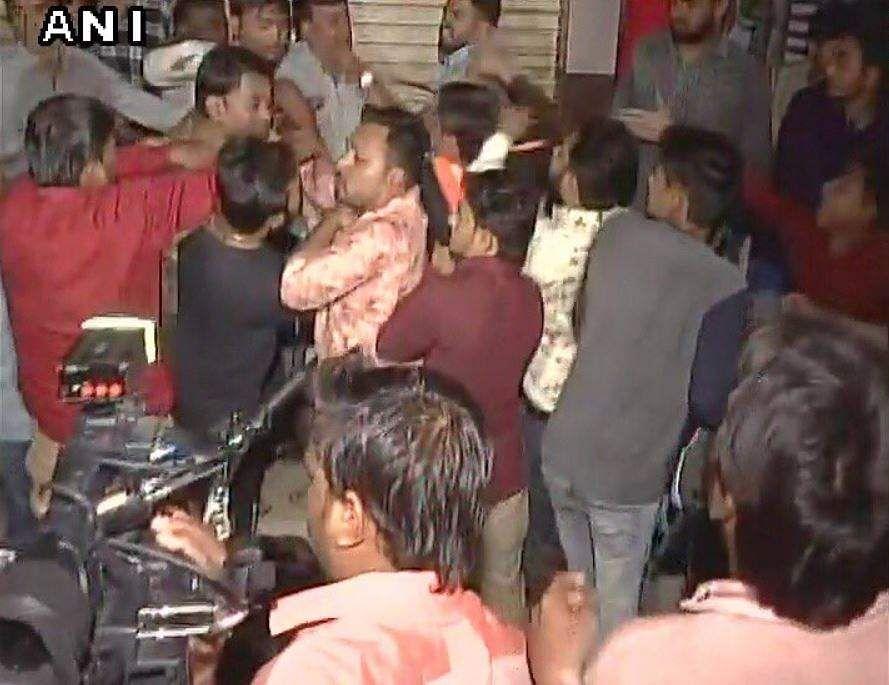 Hardik fails to drop 'bomb' at prestige rally