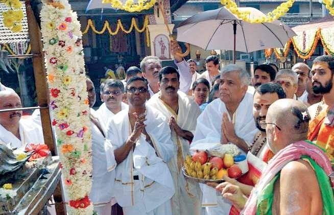 Sri Lanka's PM Wickremesinghe at Kollur temple to offer prayers