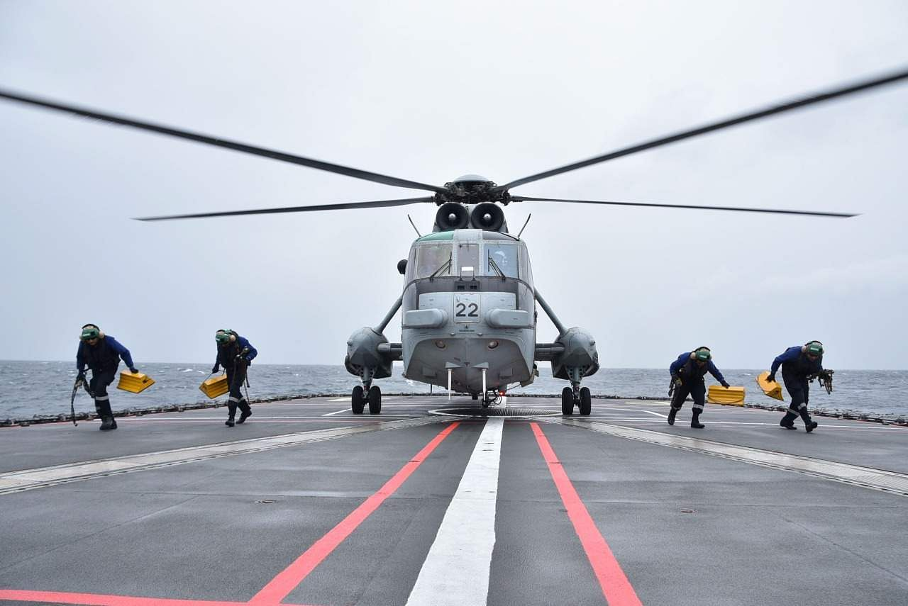( The cross deck flying operations require a high degree of interoperability and knowledge of procedures of participating ships and helicopters. Seeking helicopter of Indian Navy being launched for transfer of Japanese Maritime Self Defence Force personnel to INS Vikramaditya.
