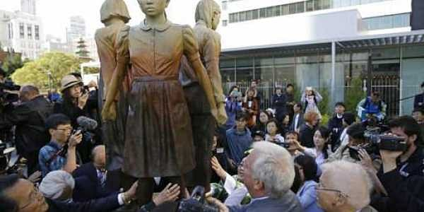 People move in to take a closer look at the 'Comfort Women' monument after it was unveiled in San Francisco.|AP