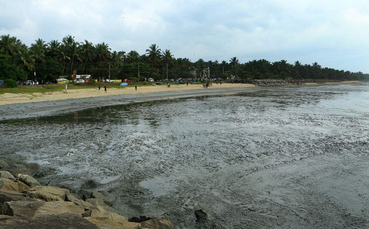 fears of tsunami as sea recedes at kappad in