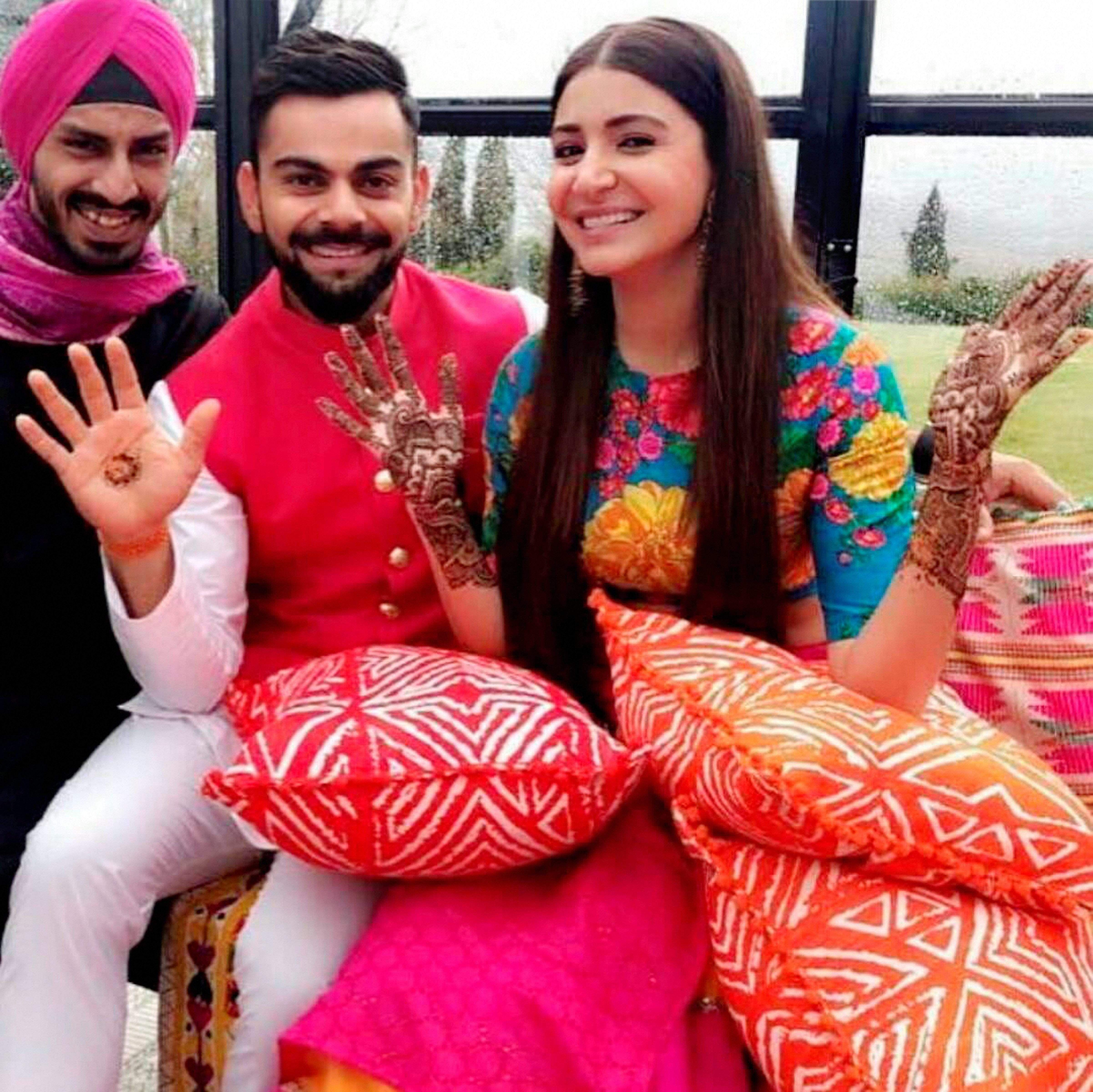 Anushka Sharma Virat Kohli Are Married Here Are The First