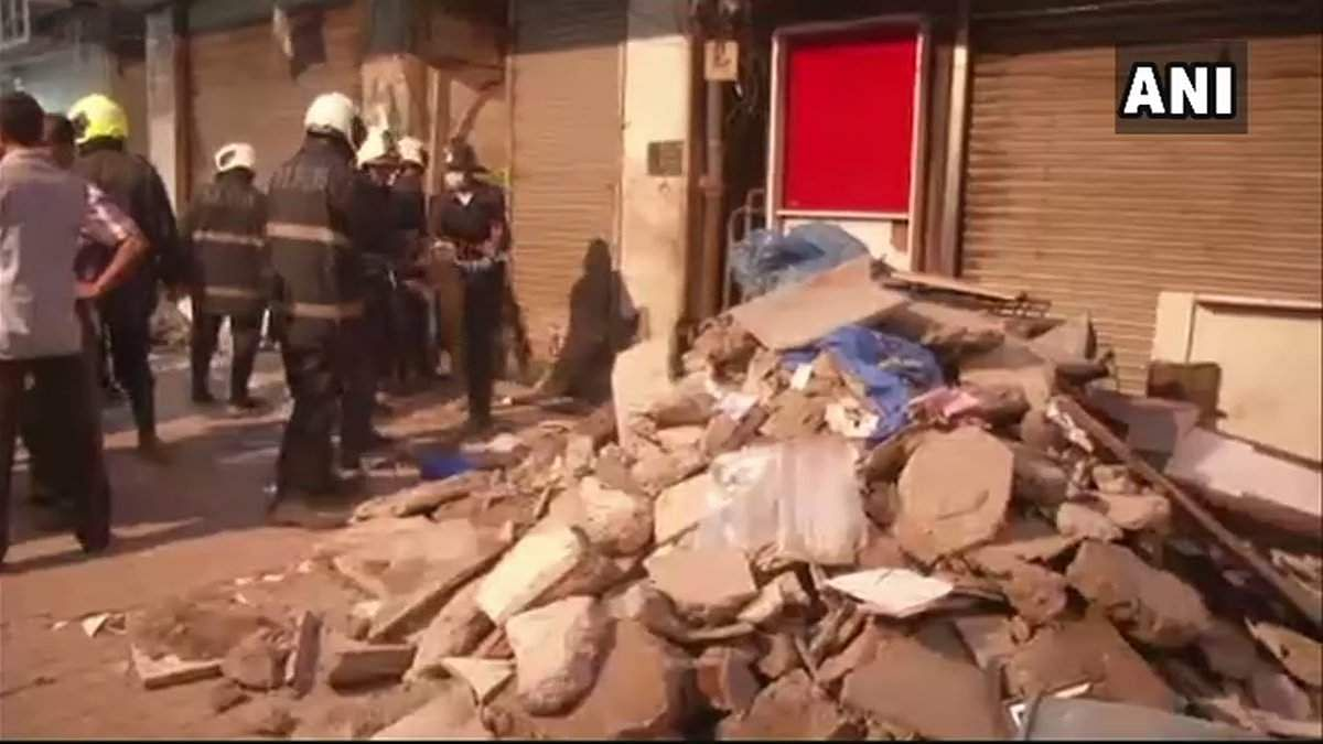A part of slab collapses in Zaveri Bazaar killing two