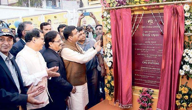 Pradhan inaugurates two CNG stations in Bhubaneswar