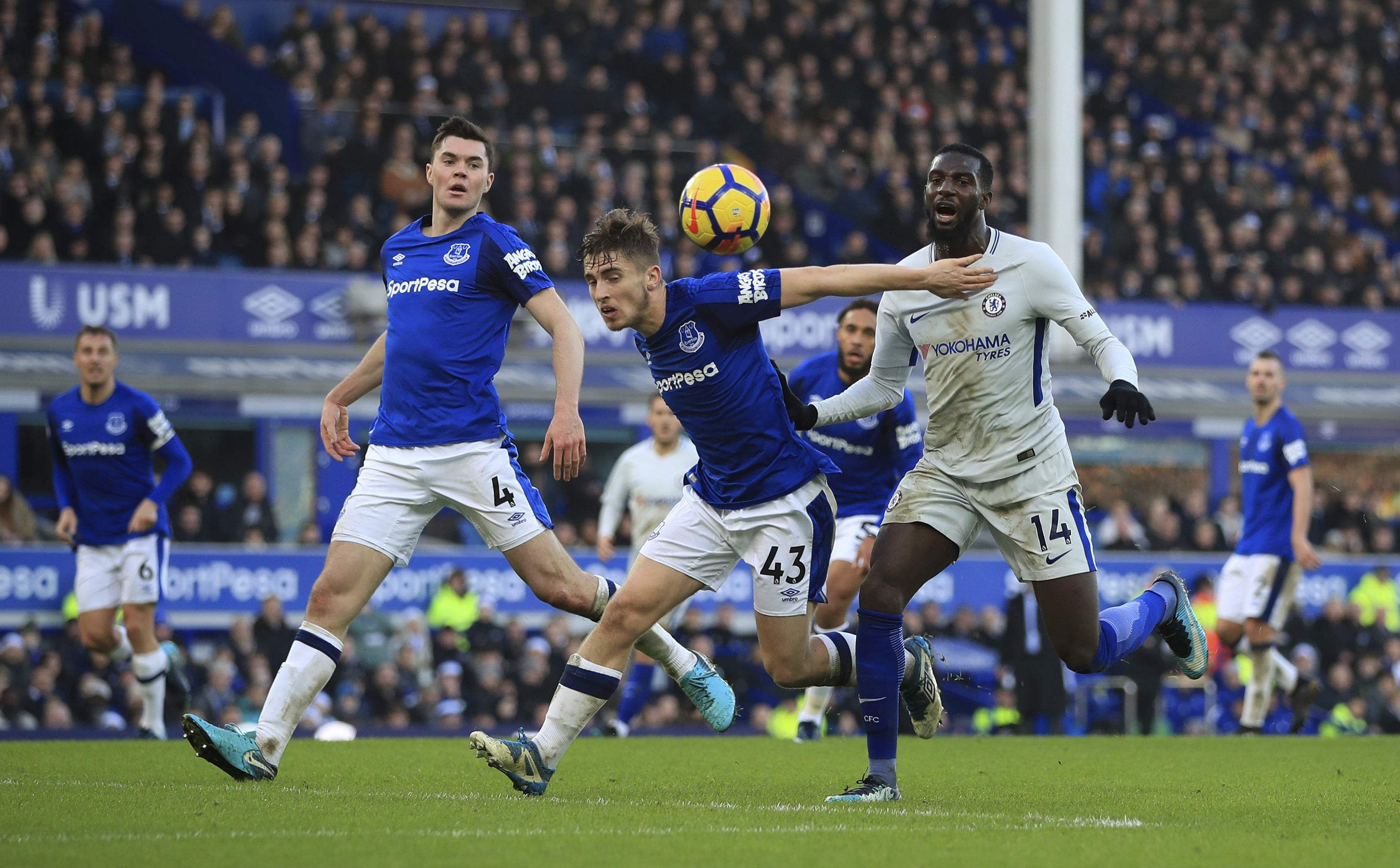 Everton hold Chelsea to goalless draw