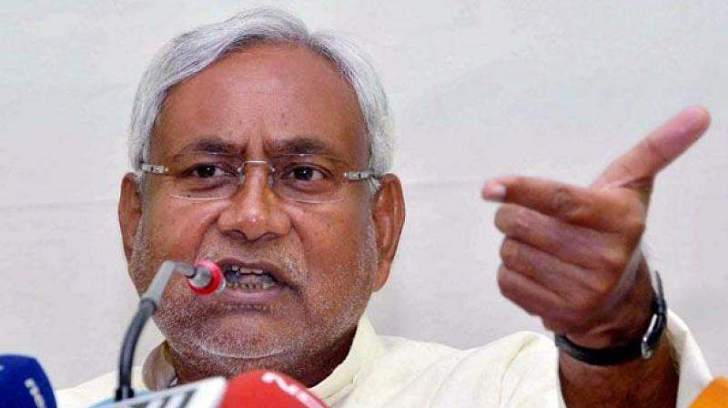 Stones, bricks thrown at Nitish's convoy in Buxar