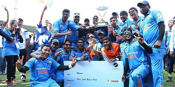 The Indian blind cricket team with their trophy (Twitter: @BCCI)