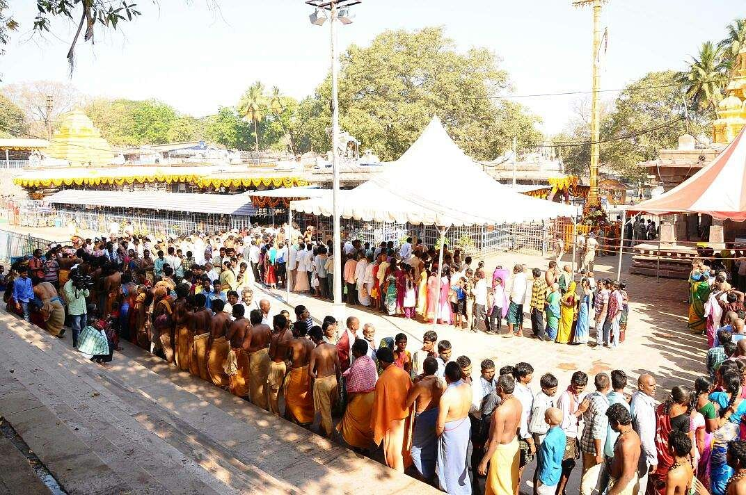 Devotees at Someshwara Temple in Bengaluru, which is said to be the oldest temple in the city, wait in a long queue to get a glimpse of the Lord Shiva on the occasion of Mahashivratri. (Pushkar V | EPS)