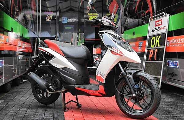 piaggio launches aprilia sr150 race scooter priced rs 70,288- the