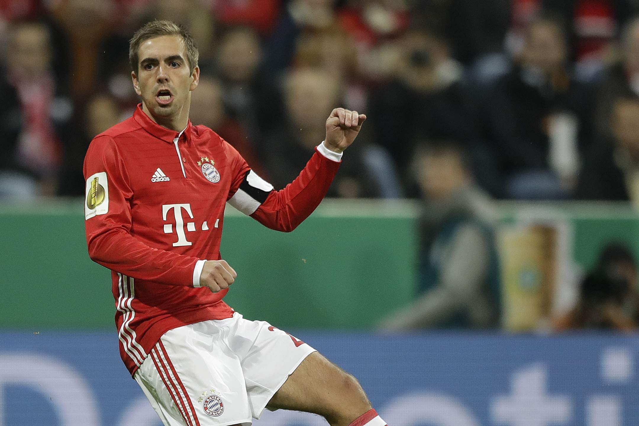 Philipp Lahm offers Schalke tips to face rampant Bayern Munich