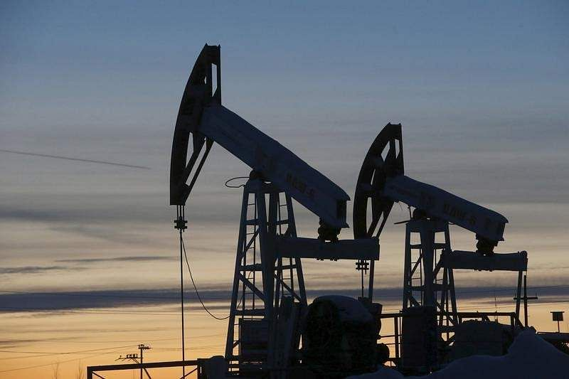 Oil prices fall after Opec stocks rise