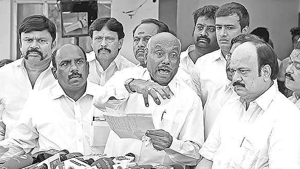 OPS threatens to go on fast over J Jayalalithaa death probe