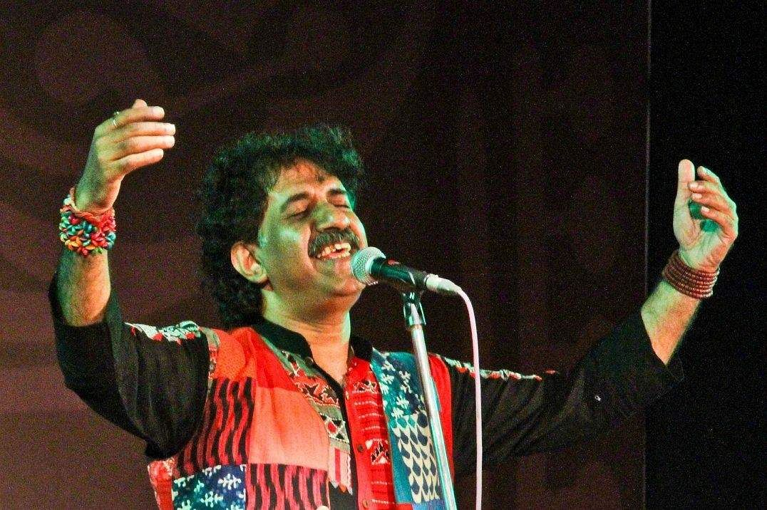 Famous folk singer Kalika Prasad dies in road accident