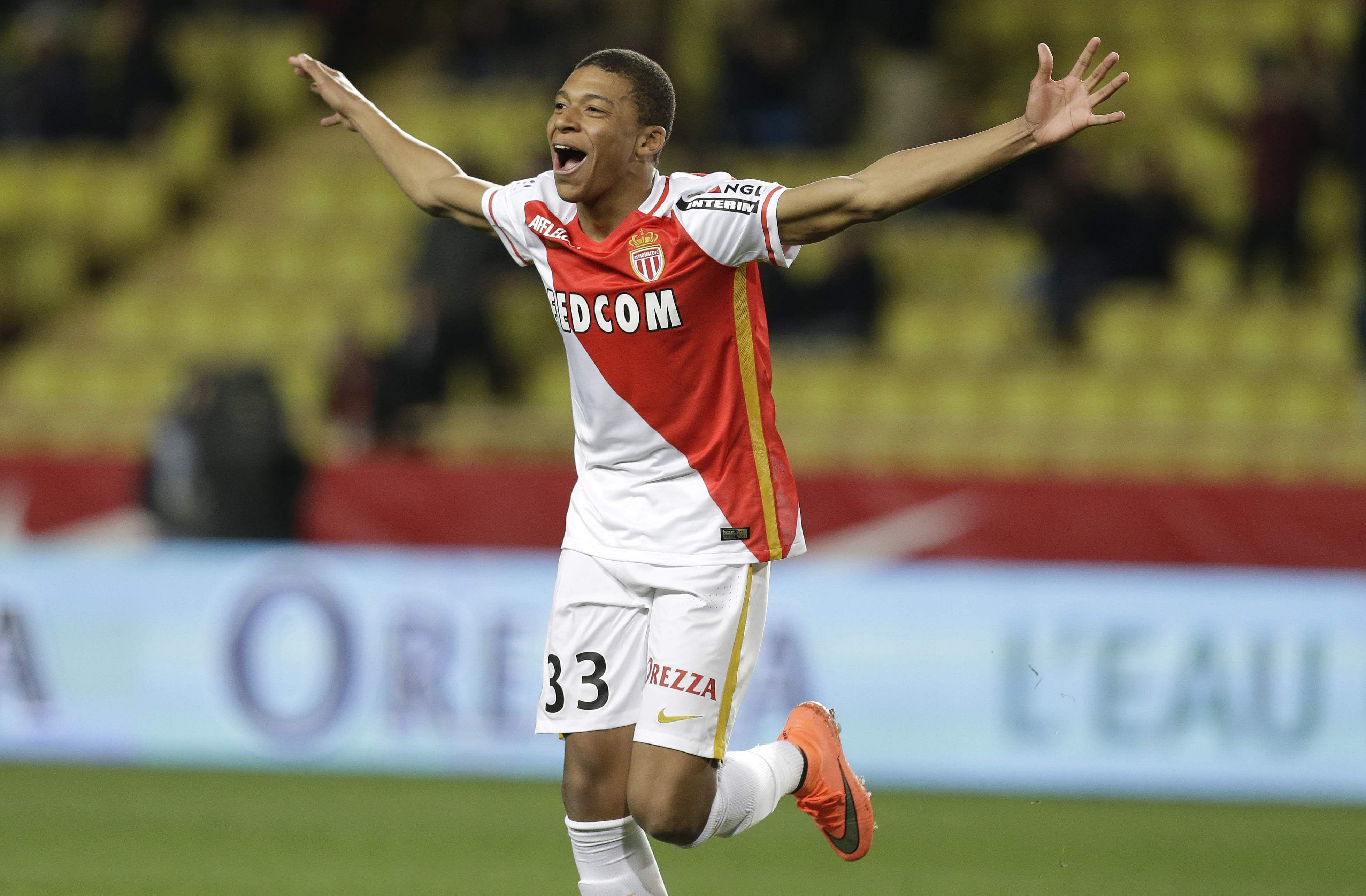 Di Maria scores twice as PSG win ups pressure on Monaco