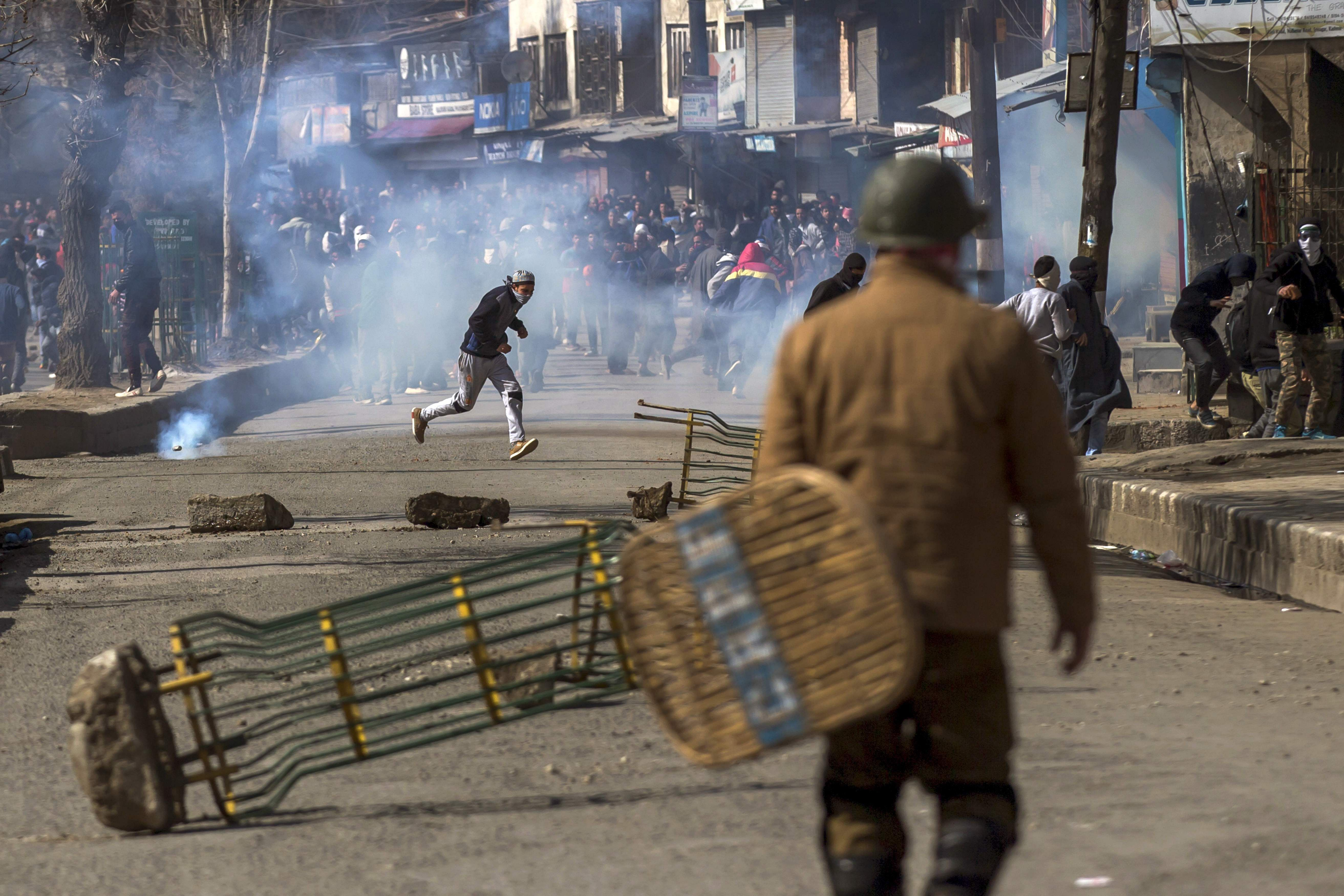 Kashmir varsity, colleges remain shut after Monday's violence