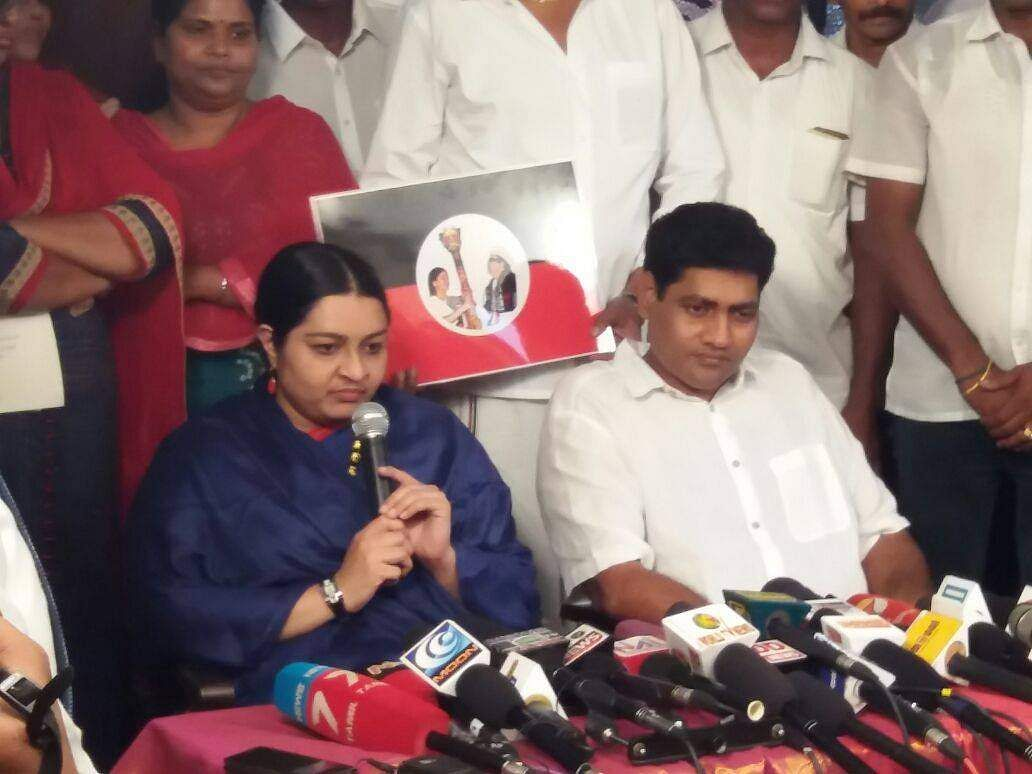Madhavan, seen along with her wife Deepa while addressing a press confrerence during the launch of MGR Amma Deepa Peravai in February. Madhavan todayannounced quitting the outfit.   (File photo | EPS)
