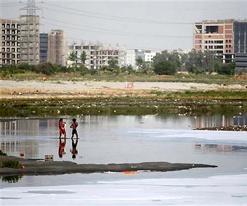 NGT imposes Rs. 5k fine for open defecation on Yamuna floodplain