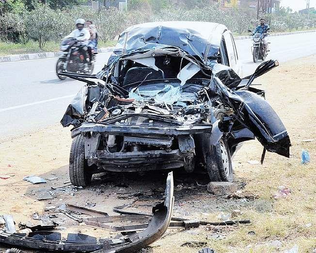 Driver of Jayalalithaa's Kodanad estate dies in accident