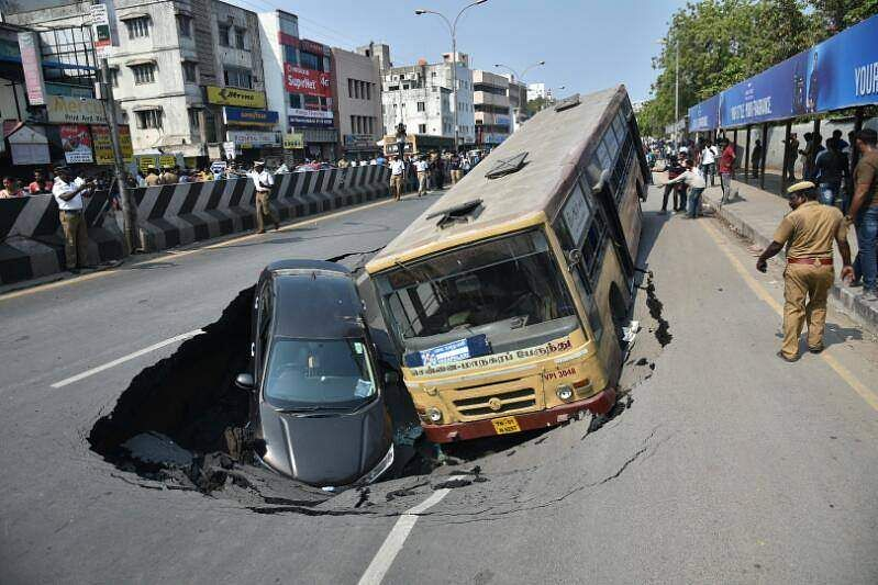 Chennais Mount Road Caves In Takes Bus And Car Along The New - Us consulate chennai map