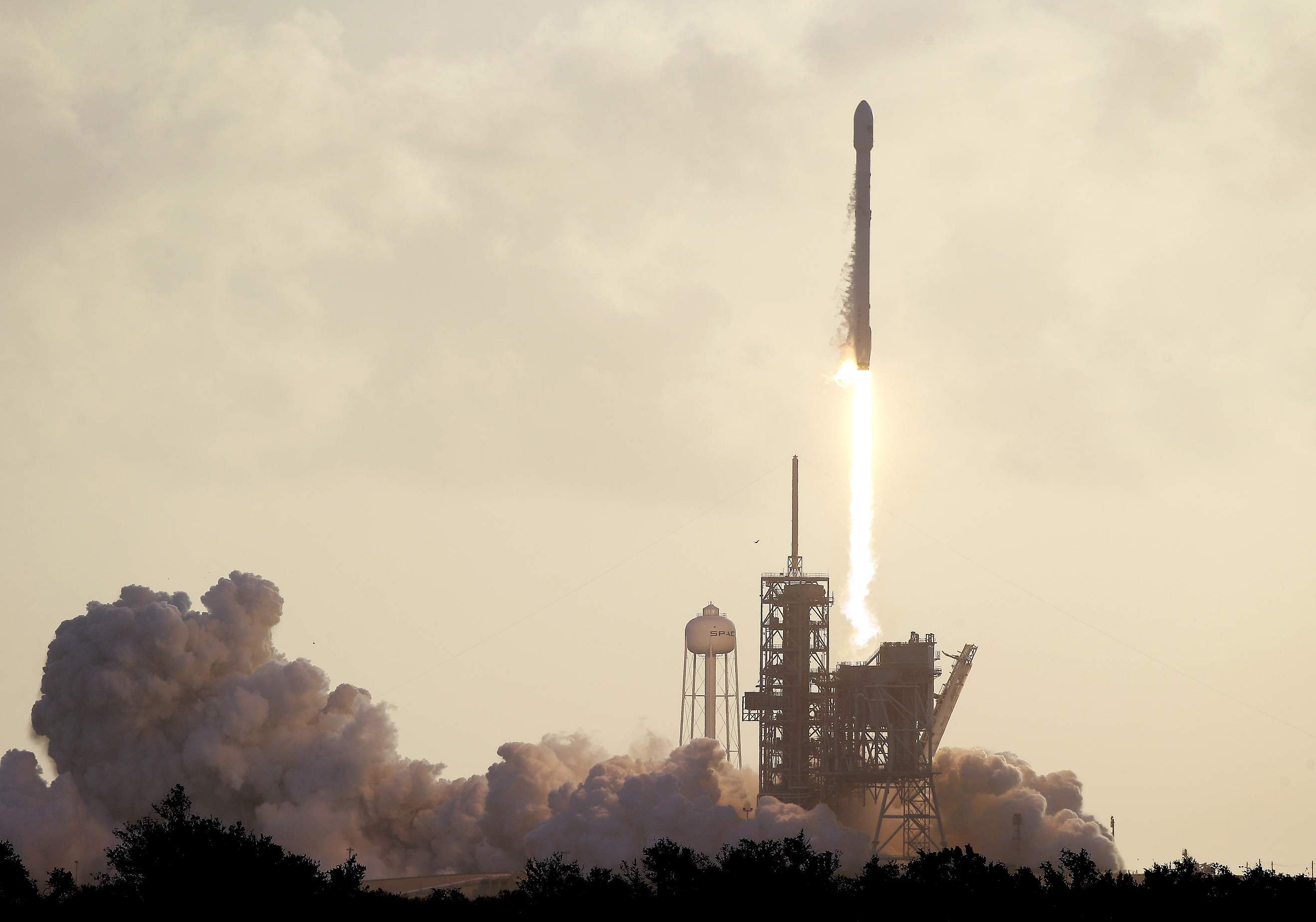 SpaceX Successfully Lands Falcon 9 Rocket Again