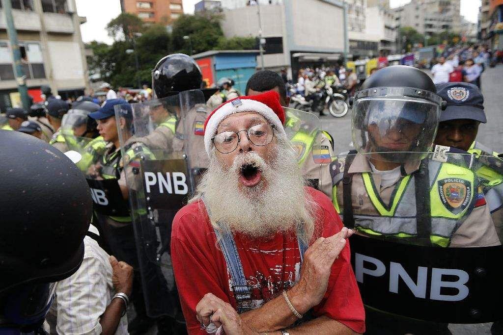 Venezuela_protest_march_AP_(4)