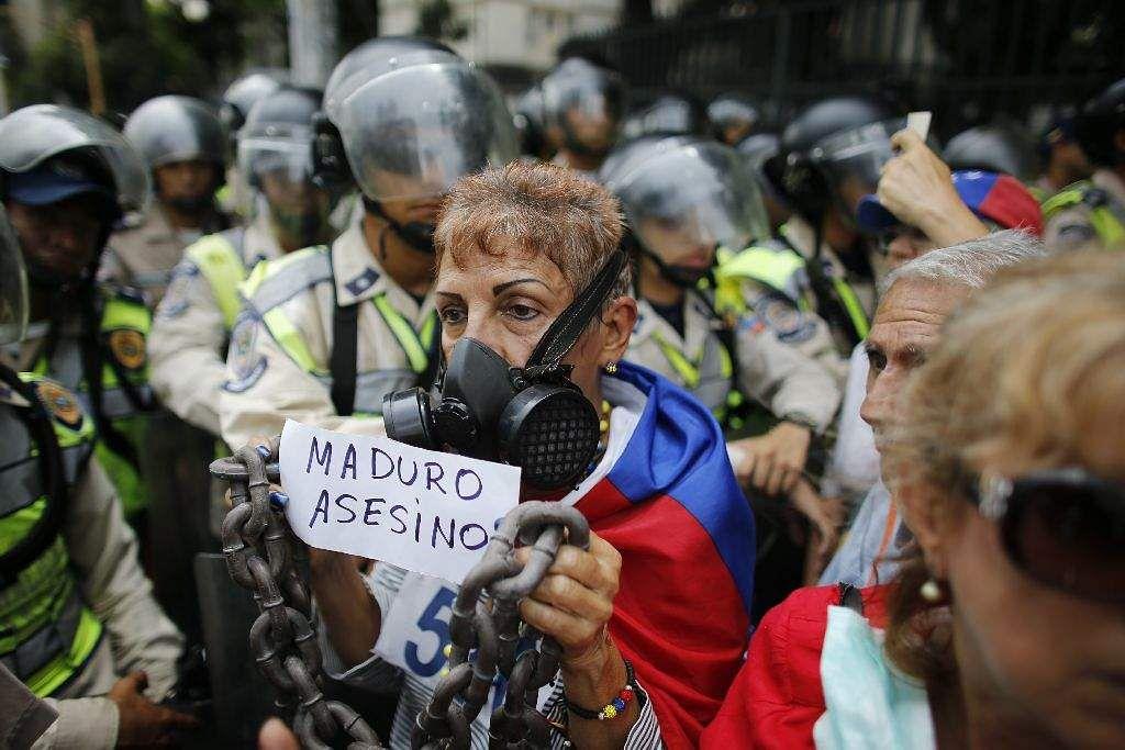 Venezuela death toll hits 40 as boy dies, say prosecutors