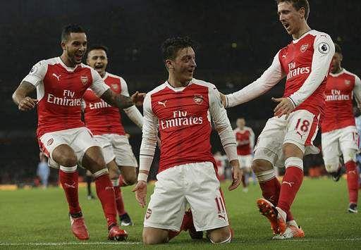 Arsenal shareholder Usmanov makes full takeover bid