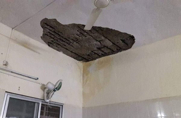 Sources said that a small portion of the ceiling plaster in the post-natal ward came down on the wash basin and surrounding beds causing injuries. | Express Photo Service