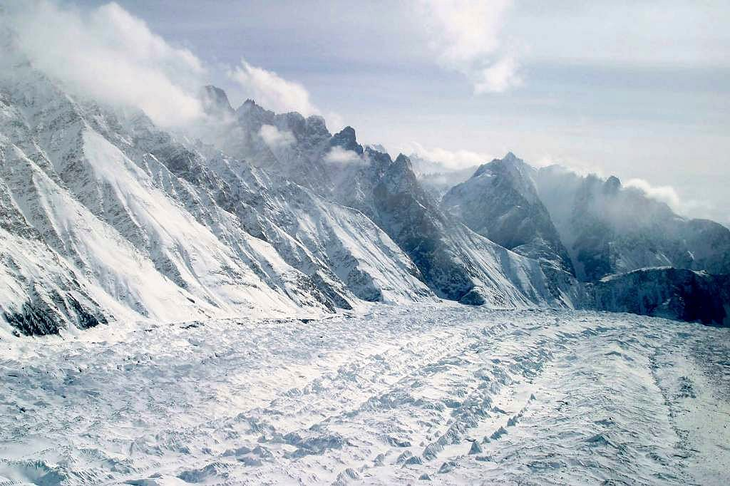 Vehicle comes under avalanche, five persons killed