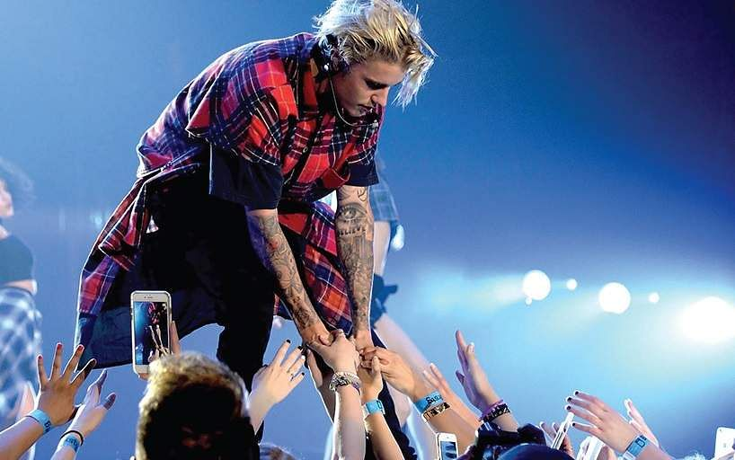Pop sensation Justin Bieber enthralls Mumbai stadium at his concert