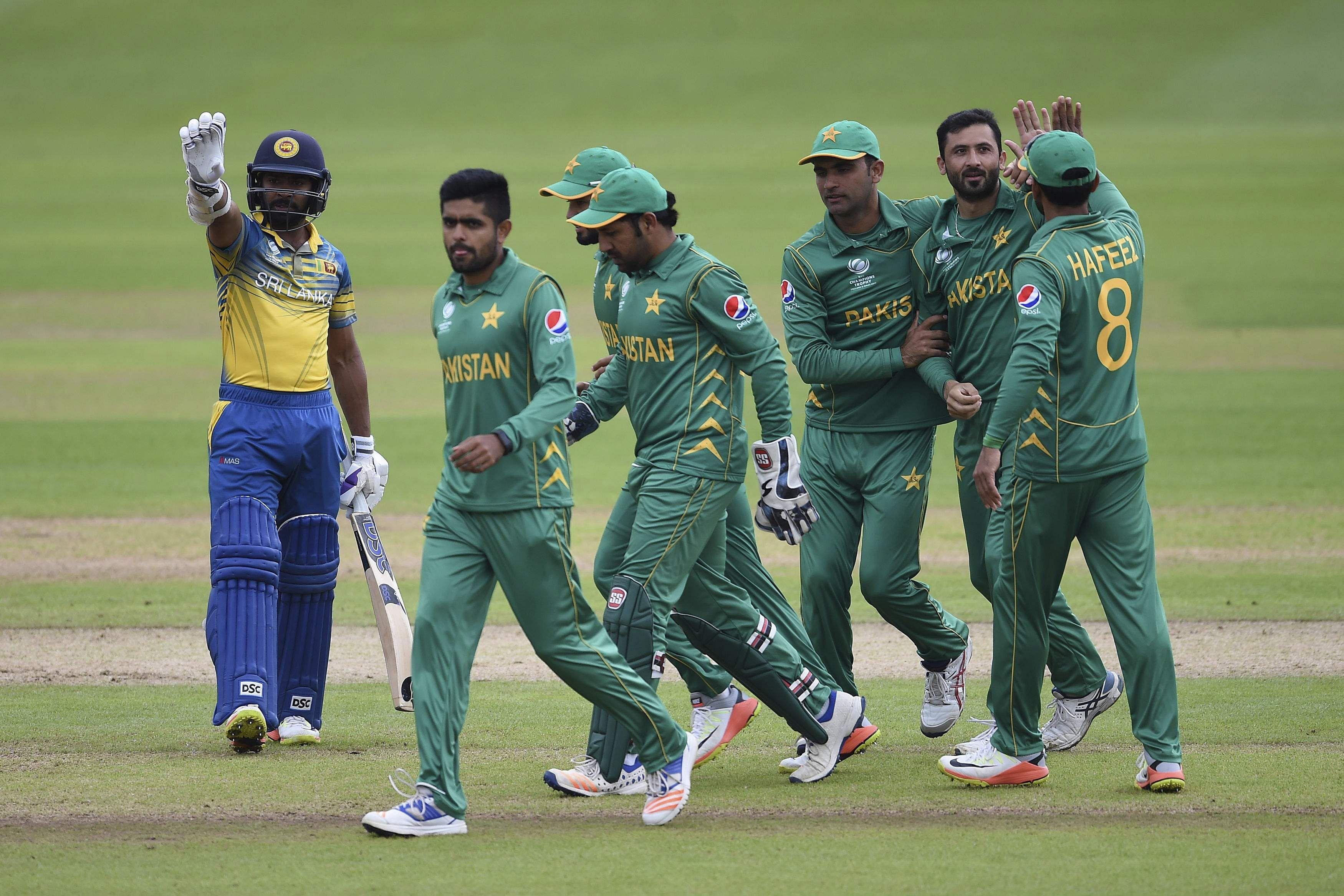 Sarfraz steers Pakistan into Champions Trophy semis