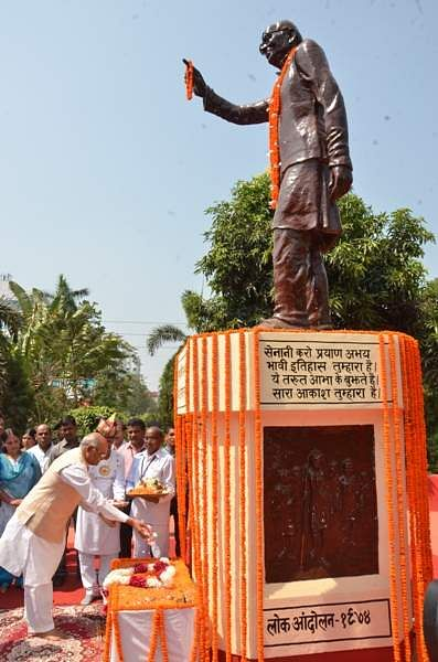 Shri Ram Nath Kovind paid floral tribute to Loknayak jay Prakash Narayan on Sampurna Kranti Diwas at Patna on june 5, 2016.