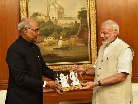 Hon'ble Governor of Bihar Shri Ram Nath Kovind extended greetings to Hon'ble Prime Minister of India on the occasion of Diwali on October 29, 2016 at New Delhi.