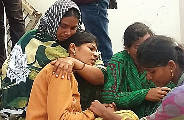 Chinnari's mother Renuka mourns her daughter's death in Vikarabad on Sunday | Express Photo Service