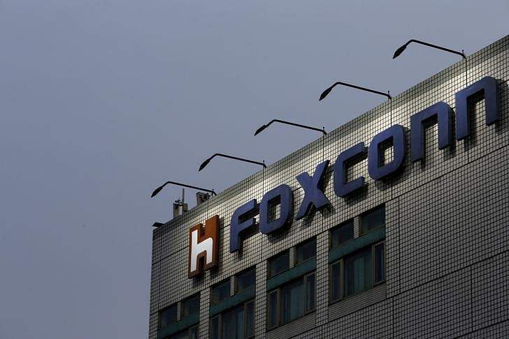 Apple and Amazon back Foxconn's bid for Toshiba semiconductor biz