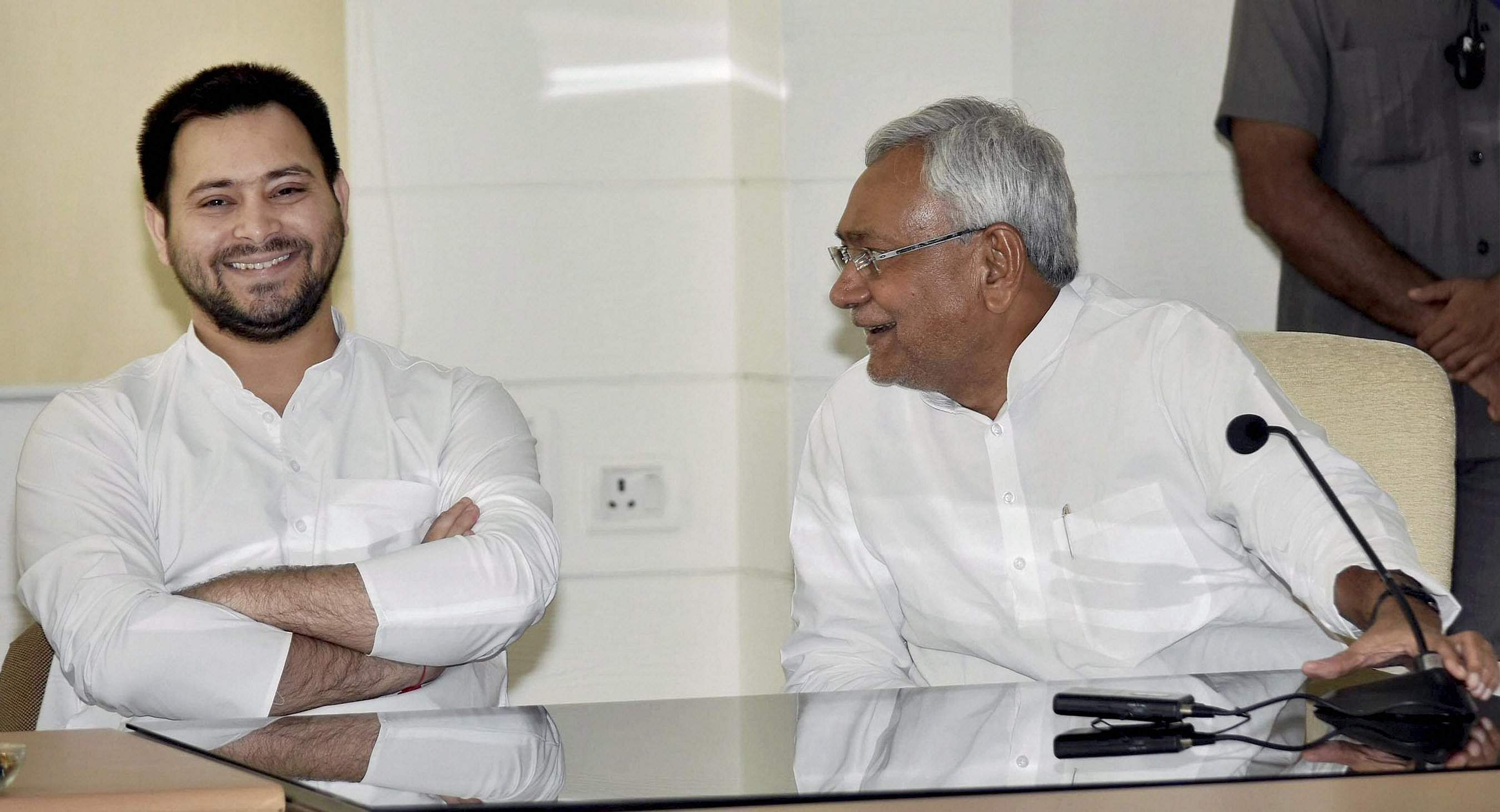 As deadline ends, Lalu dares Nitish, says Tejashwi won't step down