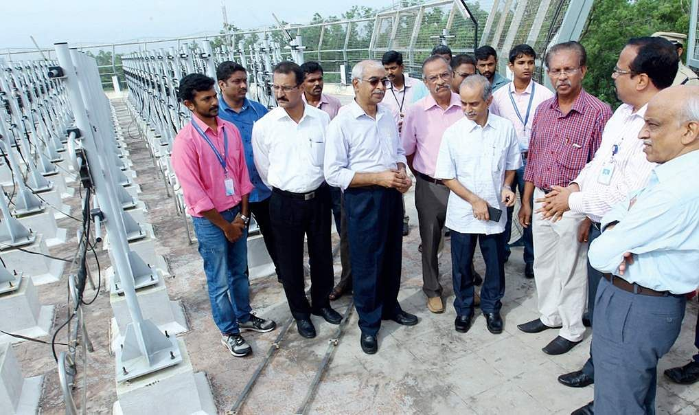 sro chairman A S Kiran Kumar (R) visiting the Advanced Centre for Atmospheric Radar Research (ACARR) at Cusat on Wednesday (EPS). Photo Credits to newindianexpress.com