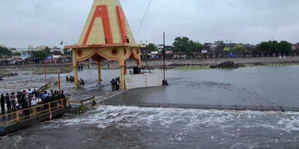 Heavy rains pound parts of Gujarat; three dead- The New Indian Express