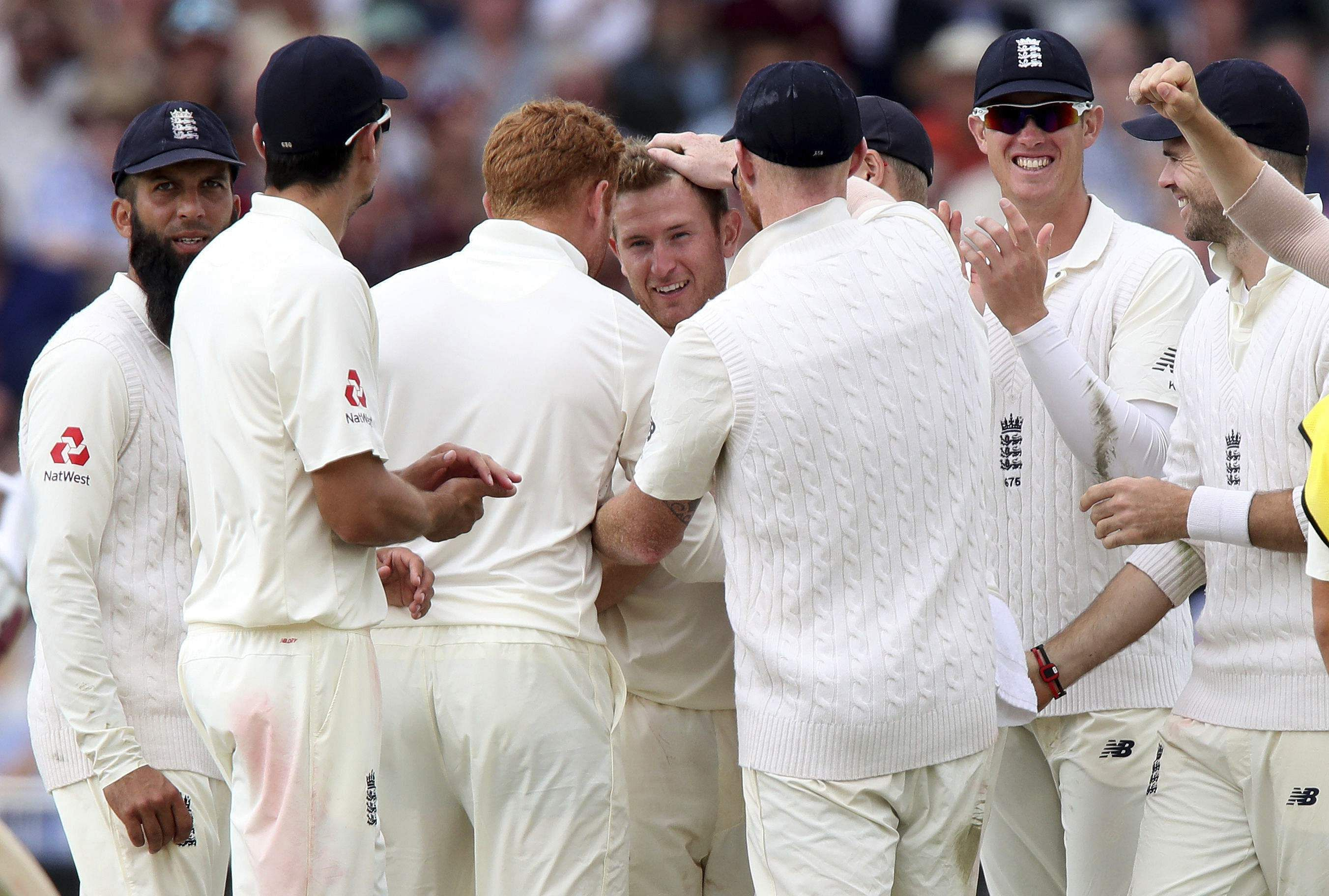 England 205 all out in 2nd Test, trail by 130 runs