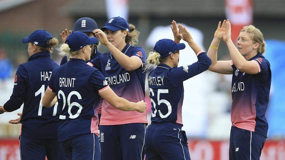 England defeat South Africa to enter final, highlights