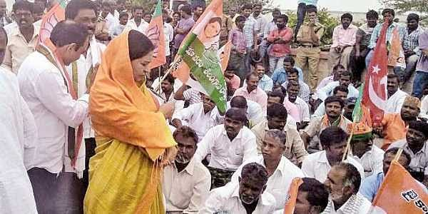 Farmers along with political parties staging protest in Mahbubnagar on Tuesday   Express photo