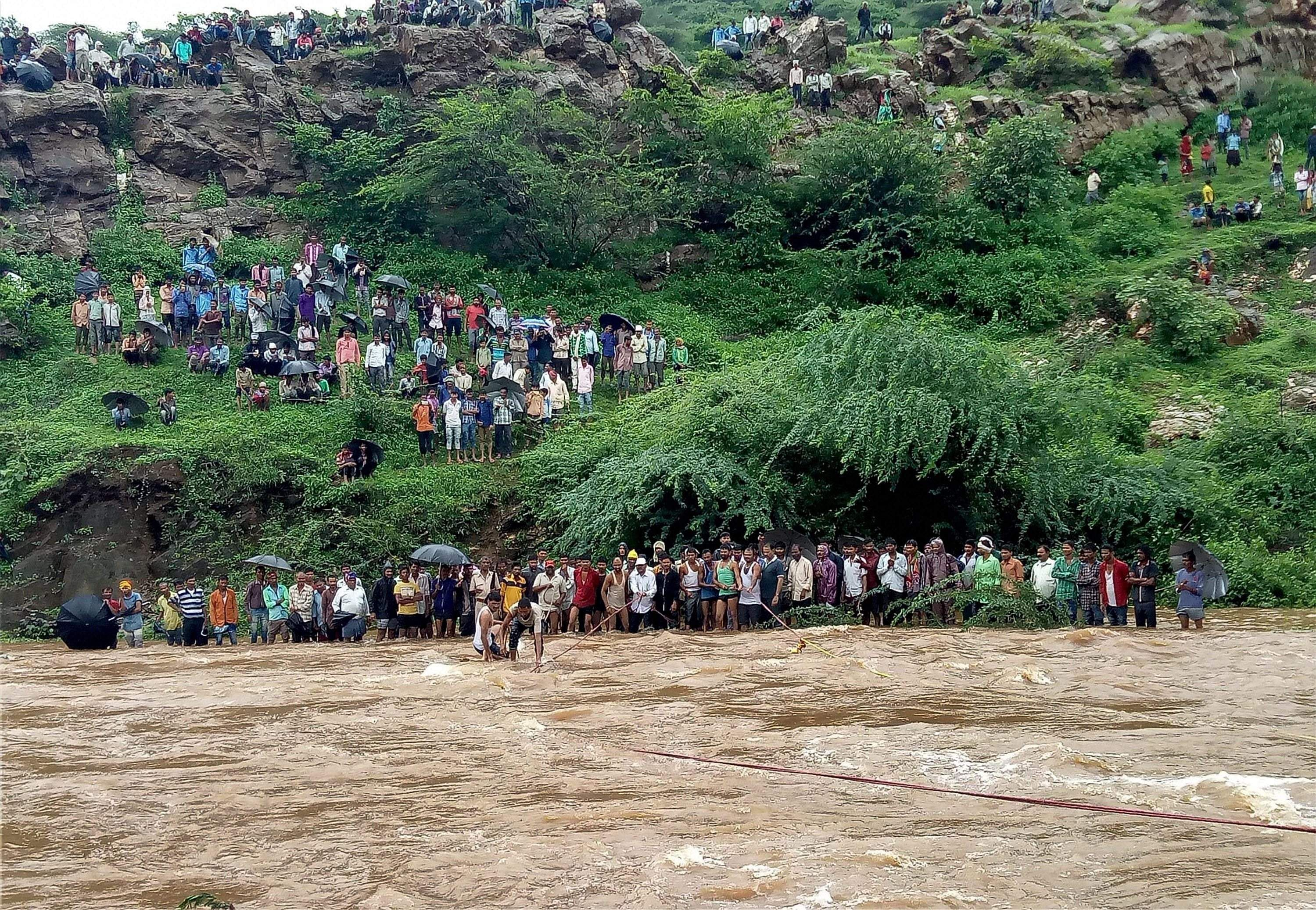 Indian monsoon floods kills 16 people