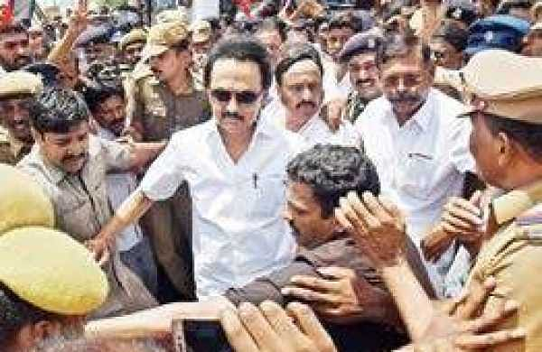 Stalin being arrested, when he was on the way to Salem, near Kaniyur tollgate on Thursday