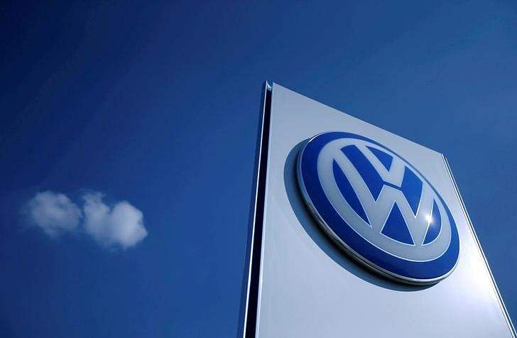 VW apologizes for testing diesel fumes on monkeys