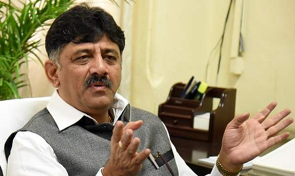 Income Tax raids on Karnataka minister Shivakumar's house in Bengaluru