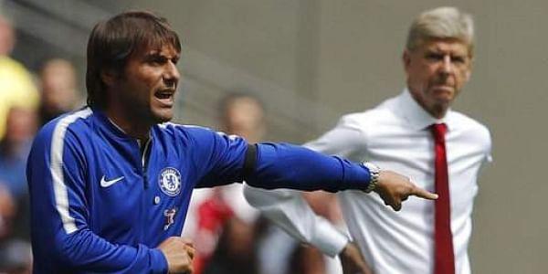 Chelsea's team manager Antonio Conte, left   AP