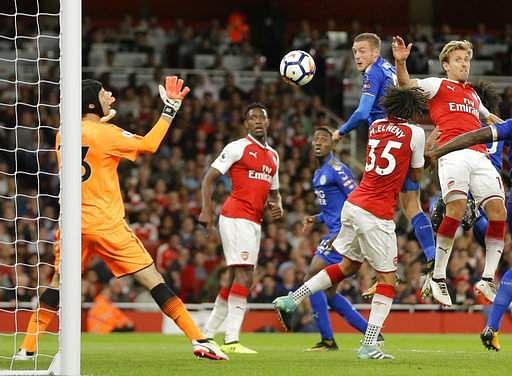 Britain_Soccer_Premie_Mukh_(5)