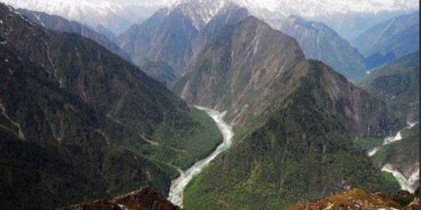 The 504-km-long Yarlung Zangbo River Grand Canyon is a national tourist attraction.